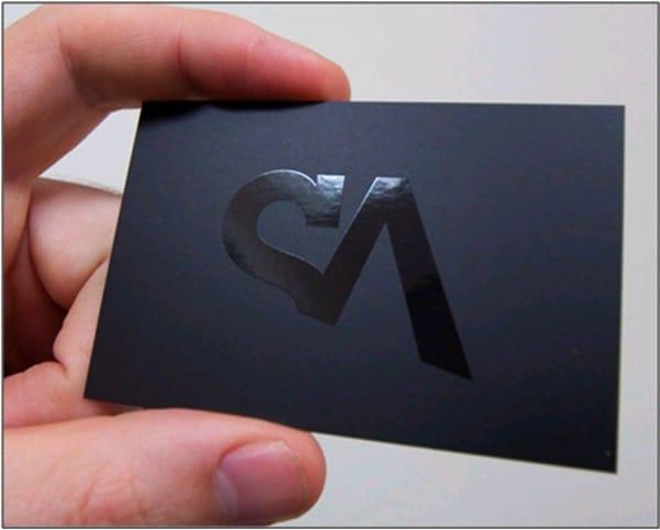 a3613a51300 Um recurso de acabamento muito utilizado em impressos é a aplicação de  verniz UV. Além de valorizar visualmente a peça